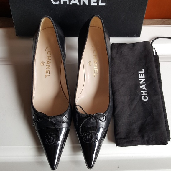 CHANEL Shoes - Classic CHANEL pointed cap toe CC logo pumps
